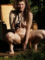 Hairy amateur aussie Vanessa toying outdoors